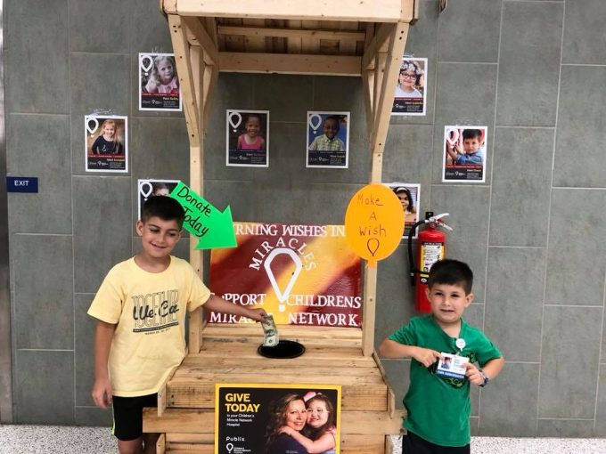 CMN Ambassador Owen (right) and his brother Noah visit their local Publix during the CMN Hospitals campaign.